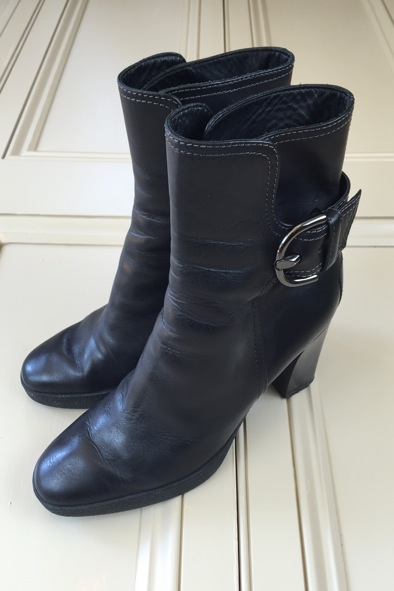 Tod's black leather boots with buckle