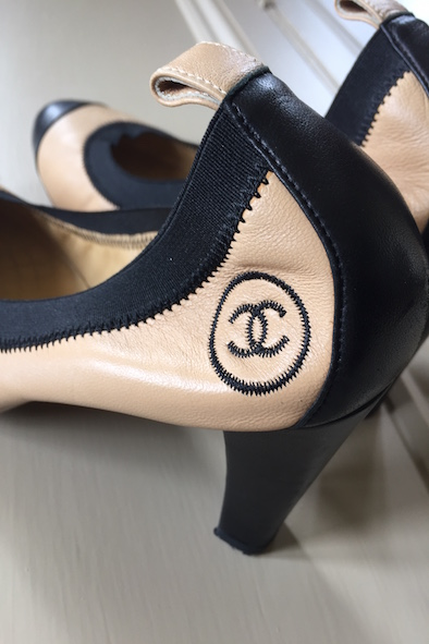 Chanel beige/black Spectator leather elasticated heeled pumps