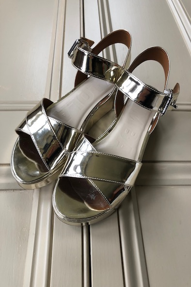 Bimba Y Lola gold wedge sandals
